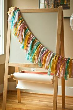 guirlande originale en chutes de tissu multicolores
