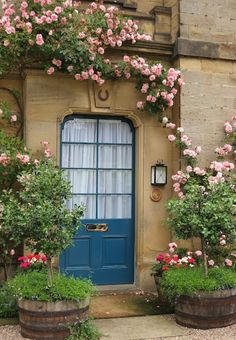vintagehomeca:  (via Blue front door with roses at Chatsworth | Old gates, old doors & old…)