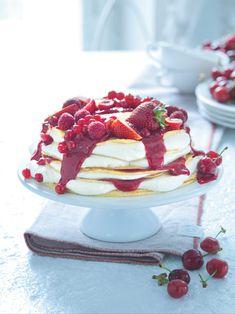 Dort nadýchaný jako obláček, voňavý po másle, šťavnatý po ovoci a lákavý, jen se ho dotknout... Jen, Camembert Cheese, Panna Cotta, Ethnic Recipes, Cakes, Food, Dulce De Leche, Cake Makers, Kuchen