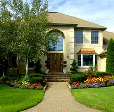 Best types of bushes and shrubs for landscaping backyard and front yard design plans and DIY tips. Houston Landscaping, Shrubs For Landscaping, Residential Landscaping, Landscaping Company, Landscaping Ideas, Beautiful Home Gardens, Beautiful Homes, Yard Maintenance, Commercial Landscaping