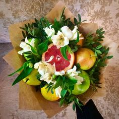 Новости Fruit Flower Basket, Flower Food, Food Bouquet, Candy Bouquet, Vegetable Bouquet, Edible Bouquets, Gift Wraping, Sweet Box, Easy Diy Gifts
