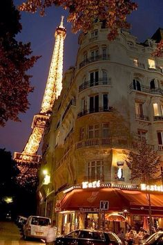 A cafe (bistro) in Paris is near the Eiffel Tower. I want to go to Paris and live on this street. Torre Eiffel Paris, Paris Eiffel Tower, Paris At Night, Beautiful Paris, Paris Love, Paris Travel, France Travel, Paris France, France Europe