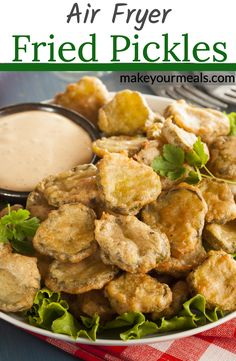 Air Fryer Fried Pickles - Breaded dill pickle slices cooked to golden brown and served with your favorite dipping sauce. A Texas Roadhouse copycat recipe. Air Fryer Oven Recipes, Air Frier Recipes, Air Fryer Dinner Recipes, Easy Dinner Recipes, Easy Meals, Air Fryer Recipes Pickles, Easy Appetizer Recipes, Dinner Ideas, Fried Dill Pickles