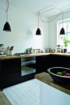 I promise I will have black cabinets in my kitchen someday. Photo from Bolig magasinet