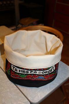geriljakurv - Gerilja brodert brødkurv fra ulldoser og andre kule ting kan du bestille her.