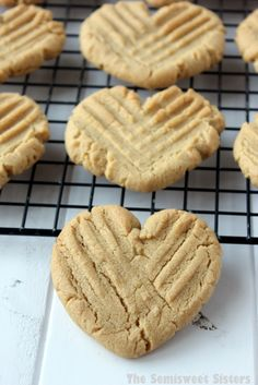 Heart shaped peanut butter cookies (no cookie cutter required) . Peanut Butter Dessert Recipes, Peanut Butter Cookies, Cookie Recipes, Cookie Ideas, Valentines Day Desserts, Valentine Cookies, Christmas Cookies, Gelato, Heart Shaped Cookies