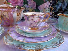 Tea cup & saucer set - very elegant Tea Cup Set, My Cup Of Tea, Tea Cup Saucer, Tea Sets, Teapots And Cups, Teacups, Tea Service, Vintage Tea, Vintage China