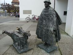 Pastor con ovejas. Se encuentra a Lucerna - Suiza, muy cerquita del puente de madera emblema de la ciudad. Garden Sculpture, Lion Sculpture, Outdoor Decor, Home Decor, Art, Switzerland, Bridge, Statues, Pastor