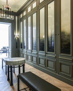 Un appartement à Paris signé Joseph Dirand Walk In Closet Design, Closet Designs, Dressing Room Closet, Dressing Rooms, Dressing Area, Joseph Dirand, Dressing Room Design, Parisian Apartment, Classic Interior