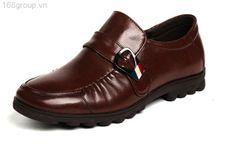 * Chất liệu giầy: da bò thật 100% và đế cao su bền đẹp thiết kế theo phong cách mới, trẻ trung, hiện đại cho các chàng trai trẻ.