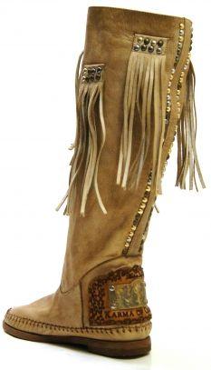 Wow! Stunning #karmaofcharme boot! New collection!!! @karmaofficial @karmaboots @Carlalafashion