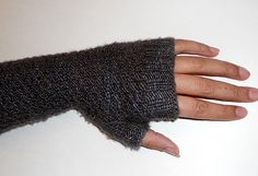 free pattern for knit fingerless gloves...#knitting