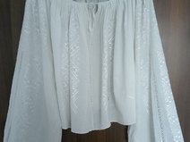 Produkttitel: Gorgeous Antique hand woven folk peasant tradition - Shopname: Port Traditional Romanesc  Gorgeous antique romanian traditional top blouse hand woven with white silk thread on homespun traditional fabric. This blouse is very old, is about 70 years old and the embroidery is perfectly preserved.  The blouse is in very good vintage condition for it's age  We encourage you to ask all of your questions before purchasing any product.