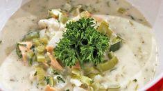 Enkel fiskesuppe med purre og syltede agurker