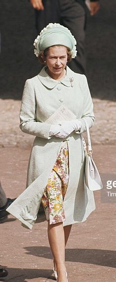 June 1975. Royal Ascot. Queen Elizabeth II at the Royal Ascot race meeting, at Ascot racecourse in Ascot, Berkshire, England, Great Britain, June 1975. (Photo by Tim Graham/Getty Images)
