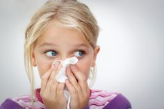 The baby coughs sneezes and his/her nose is running? If you are not using drugs (for children cough and cold medicines Baby Cough, Kids Cough, Natural Asthma Remedies, Flu Remedies, Essential Oils For Colds, Young Living Essential Oils, Cough And Cold Medicine, Dry Cough Causes, Propolis