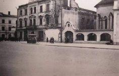 Krakowskie Przedmieście, Hotel Victoria 1939-41;Budynek dawnego hotelu Victoria przy Krakowskim Przedmieściu w Lublinie, wzniesiono w ostatniej dekadzie XIX wieku. Hotel został uszkodzony w 1939 r. a ruiny rozebrano ostatecznie w latach 50-tych, tworząc plac, w głebi którego stanęła Galeria Centrum. Jednym ze znamienitych gości hotelu był Marszałek Józef Piłsudski.