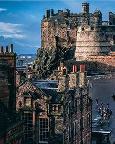 📸 Selecting your 🔝🔝🔝 photos from Edinburgh and its surroundings. Scotland Castles, Scottish Castles, Places To Travel, Places To See, Edinburgh Castle, Edinburgh City, England And Scotland, Scotland Travel, Birmingham