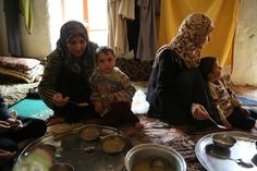 One of the few things that give Syrians hope are food packages from the World Food Programme. #DeliverHope #Syria