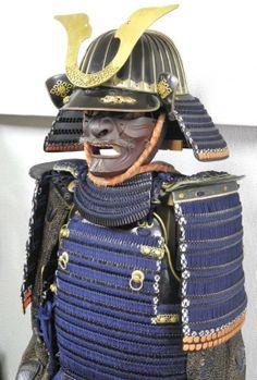 Tetsu kuro Urushi nuri so-fukurin suji bachi kabuto, tetsu kawa maze kuro urushi nuri hon kozane ni-mai dou gusoku.