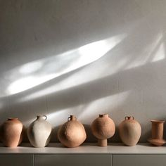 This strange sensation: A few weeks away from working with clay and it almost feels like starting anew. A feeling I can't describe well but… Porcelain Clay, Glass Ceramic, Ceramic Plates, Ceramic Pottery, Ceramic Art, Turkish Tiles, Pottery Sculpture, Clay Art, Interior Inspiration