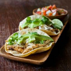 Roasted chicken tacos with manchego cheese and avocado food tacos roasted chicken chicken paprika manchego cheese avocado pico de gallo salsa sour cream cilantro Healthy Appetizers, Healthy Dinner Recipes, Mexican Food Recipes, Ethnic Recipes, Healthy Food Choices, Healthy Foods To Eat, Chicken Tacos, Avocado Chicken, Avocado Food