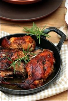 Lapin-confit-vin-blanc-romarin-huile-olive-Julie-Andrieu (2) Tandoori Chicken, Meat Recipes, Poultry, Brunch, Pork, Turkey, Food And Drink, Cooking, Ethnic Recipes