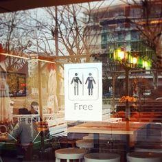 Darmowa toaleta @stacjagrochow / brawo! #urbimine @urbimine Free