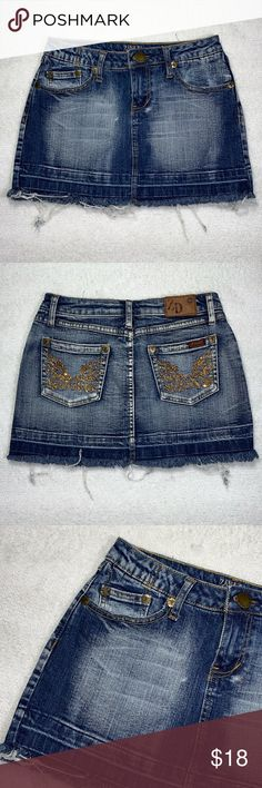 Zana Di Jeans mini skirt Has rhinestones details on back pockets Has a raw hem Very good condition Measurements lying flat Waist: Hips: Total length: Zana Di Skirts Mini Plus Fashion, Fashion Tips, Fashion Trends, Fashion Design, Jean Mini Skirts, Denim Shorts, Jeans, Rhinestones, Pockets
