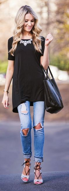the black top with pretty necklace and heels makes this super feminine