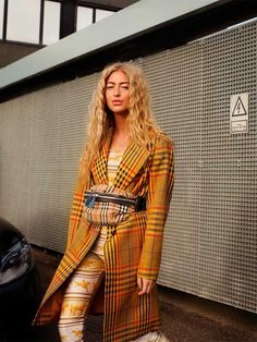 Copenhagen Fashion Week is on! Here's wearing our sustainable check coat from the collection 😍 It is sustainable… Night Outfits, Casual Outfits, Fashion Outfits, City Outfits, Fall Outfits, Minimal Fashion, Retro Fashion, Leggings Negros, London Fashion Bloggers