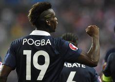 Paul Pogba célèbre son but.