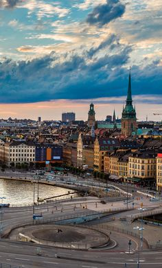 Explore Stockholm by bus and boat on this tour that covers all of the city's highlights.