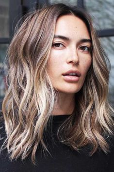 Are you looking for blonde balayage hair color For Fall and Summer? See our collection full of blonde balayage hair color For Fall and Summer and get inspired! Wavy Hairstyles Tutorial, Bob Hairstyles, Trendy Hairstyles, Short Haircuts, Layered Haircuts, Medium Wavy Hairstyles, Modern Haircuts, Wedding Hairstyles, Medium Hair Styles