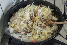 Witlof-ovenschotel met spekjes en roomsaus - Keuken♥Liefde Cabbage, Food Porn, Food And Drink, Meat, Chicken, Vegetables, Egg, Veggies, Vegetable Recipes