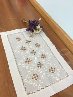Gülay çakır Types Of Embroidery, Learn Embroidery, Hand Embroidery Designs, Embroidery Patterns, Hardanger Embroidery, Embroidery Stitches, Bookmark Craft, Crochet Bedspread, Drawn Thread