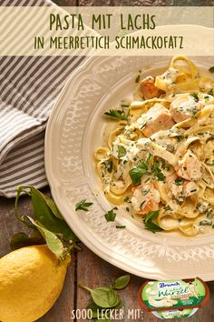 Pasta mit Lachs in Meerrettich Schmackofatz The fish on the plate is going crazy. Pasta and salmon combined in an elegant spice. Salmon Recipes, Potato Recipes, Lunch Recipes, Pasta Recipes, Chicken Recipes, Spaghetti Recipes, Slow Cooker Recipes, Crockpot Recipes, Salmon Pasta