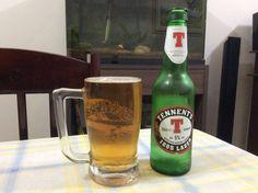 Cerveja Tennent's 1885 Lager, estilo Amber Lager, produzida por Wellpark, Escócia. 5% ABV de álcool.