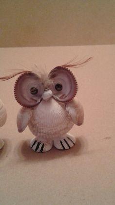 Seashell owl - Famous Last Words Beach Themed Crafts, Sea Crafts, Nature Crafts, Baby Crafts, Seashell Painting, Seashell Art, Seashell Crafts, Seashell Ornaments, Snowman Ornaments