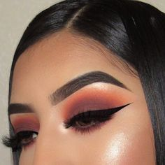 Pretty eyeshadow looks help your eyes looks majestic and has the power to transform your whole look. With pretty makeup looks for brown eyes, here are some ideas. Cute Makeup Looks, Makeup Eye Looks, Gorgeous Makeup, Pretty Makeup, Simple Makeup, Awesome Makeup, Creative Makeup, Eyeshadow Tips, Eyeshadow Makeup