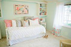 50 Lovely Mint Green Bedroom Ideas For Girls https://freshoom.com/6150-50-lovely-mint-green-bedroom-ideas-girls/