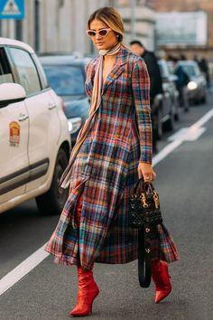 Plaid Was the Street Style Theme on Day 7 of Paris Fashion Week Fashion Week Paris, Winter Fashion, Looks Street Style, Street Style Summer, Mode Tartan, Mode Outfits, Fashion Outfits, Fashion Scarves, Dress Outfits