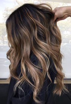 50 Best Blonde Hair Colors Trending for 2020 - Hair Adviser - - Buttery blonde shade, traditional baby blonde, or light caramel tone – make your pick from one of these 50 amazing blonde hair colors to inspire change! Copper Blonde Hair Color, Cool Blonde Hair, Brown Hair With Blonde Highlights, Balayage Hair Blonde, Platinum Blonde Hair, Brunette Hair, Going Blonde, Warm Blonde, White Blonde Hair
