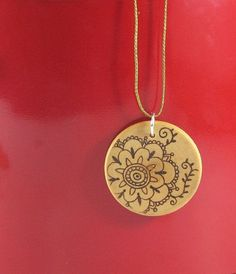 Wood flower Pendant I wood pyrography wooden jewelry Wood Burning Crafts, Wood Burning Patterns, Wood Burning Art, Wood Crafts, Jewellery Sketches, Wooden Jewelry Boxes, Wood Creations, Flower Pendant, Pyrography