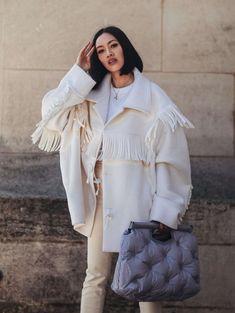 Mode : Tiffany Hsu, la dénicheuse de luxe de Mytheresa - Fashion and Beauty Langer Mantel, Looks Street Style, Inspiration Mode, Winter Looks, Mode Style, Fashion Outfits, Fashion Trends, Fashion Finder, Luxury Fashion