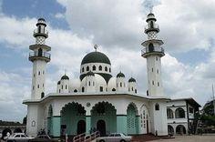 Port of Spain, Trinidad, Trinidad and Tobago...      mosque TML and school.