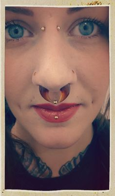 Holy WOW!  This is CRAZY GORGEOUS!!!  Glassed in the nose! 2.4mm nostril screws to match my 9mm septum pincher, both Honey both Gorilla Glass :)