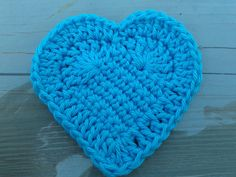 Free heart pattern. This is a carefully written and wonderful, closeup - step-by-step (with diagram too with each step) set of instructions. ♥ⓛⓞⓥⓔ♥ Kudos to José Crochet for this sweetly detailed ♥. Thank you!  ¯\_(ツ)_/¯