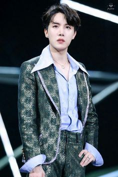 """Please d-don't"" Taehyung . ""You're mine baby boy"" Jungkook . _______ Taehyung was betrayed by his friend . Jung Hoseok, Kim Namjoon, Seokjin, Taehyung, Gwangju, Park Ji Min, Rapper, Bts Boys, Bts Bangtan Boy"