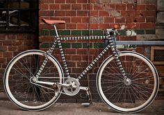 Diese coole Folie für den Rahmen macht aus jedem Fahrrad ein tolles Unikat. Einfach aufkleben und losflitzen. Schaut doch mal bei uns im Shop vorbei: https://www.wie-einfach.de/cgi-bin/adframe/leben/ProductDisplay?PROD_ID=10000246&CAT1=leben&CAT2=freizeit